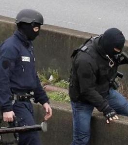 Parigi,5 ostaggi negozio kosher,teste cuoio in azione